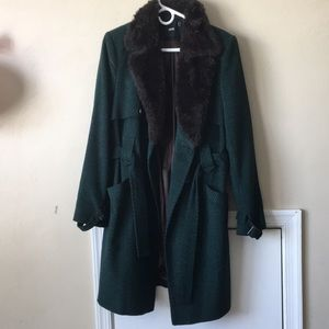 Dark green coat, faux fur collar